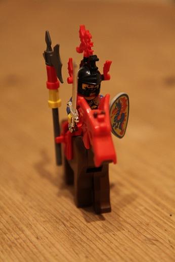 6087-Royal-Knights-Royal-Drawbridge-Dragon-Knight-small