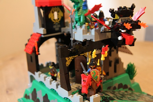 6082-Dragon-Knights-Fire-Breathing-Fortress-3-small