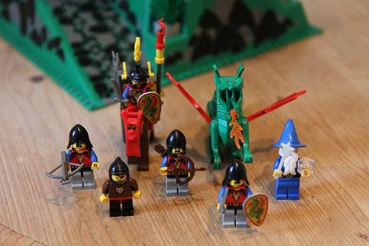 6082-Dragon-Knights-Fire-Breathing-Fortress-4-small